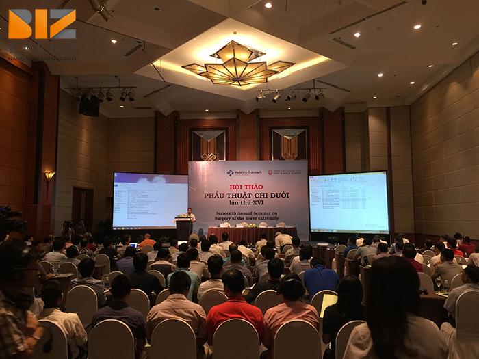 Cho thuê máy chiếu sân khấu tổ chức sự kiện tại Hà Nội