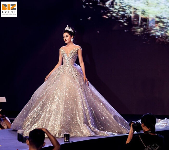 hoa hau huyen mi - BIZ EVENT set up sự kiện Việt Nam Wedding Fashion Show 2018