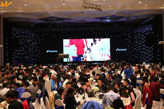 sân khấu gala dinner