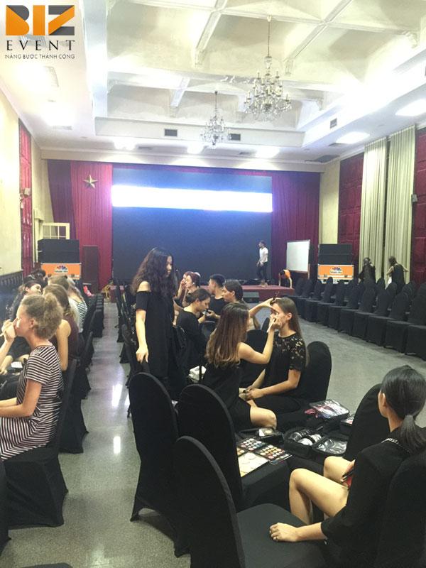to chuc chuong trinh show dien - Biz Event đồng tổ chức show diễn thời trang của NTK Lê Hoàng Hải