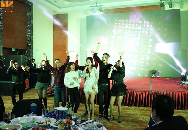 to chuc gala dinner cho cong ty - Biz Event đồng hành cùng Ngày hội Khách Hàng Doanh Nghiệp của Mobifone